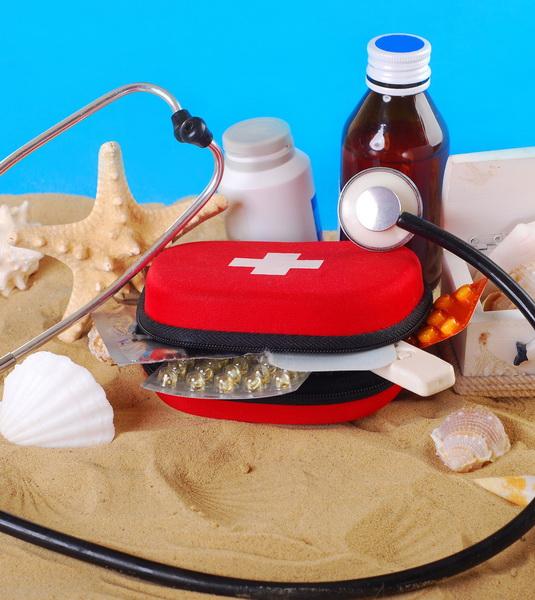 Farmaci-in-vacanza,-come-consigliare-i-pazienti-per-un-corretto-kit